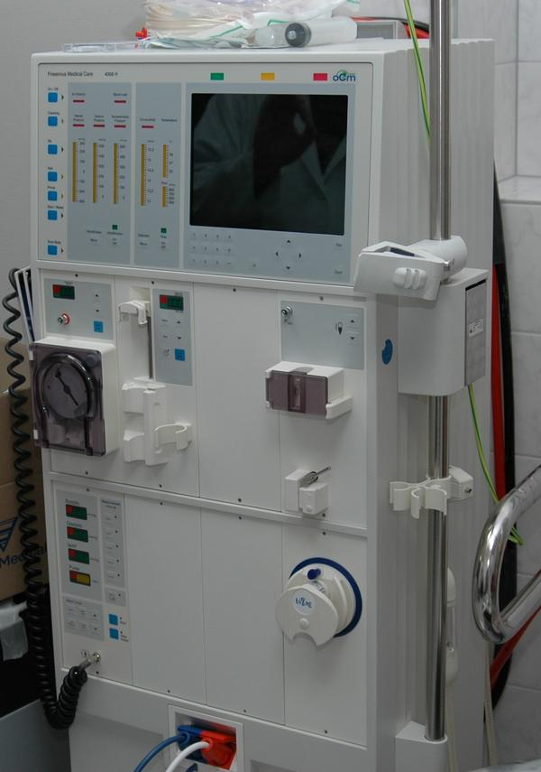 Can you tell me how a dialysis machine function in a person with kidney failure?