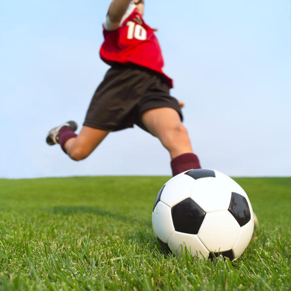 Can i play soccer a week after injuring my groin?