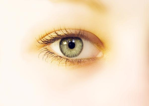 If someone is living with one good eye and one glass eye, can that glass eye be replaced by an eye donor?