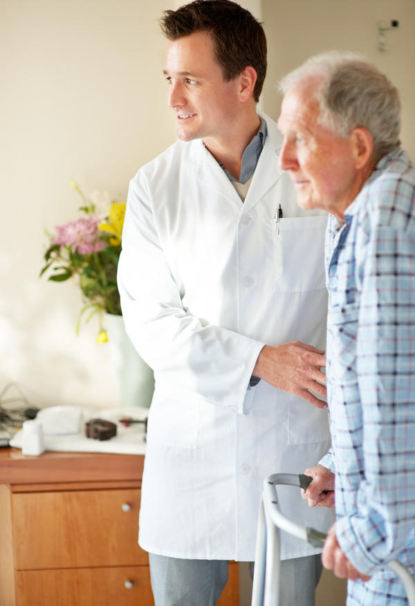 What are the duties of a home health nurse?