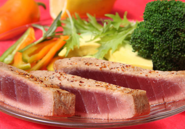 Can tuna and eggs cause stomach to hurt?