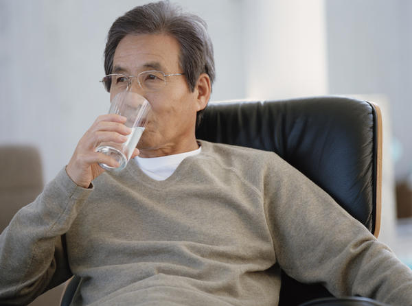 How many glasses of water a day should I drink if renal failure?