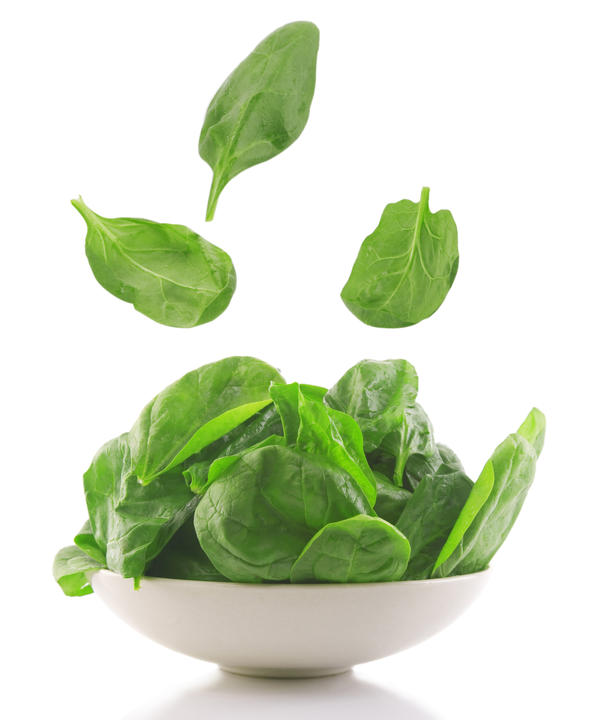 Is it safe to eat organic spinach? How would I wash it, with plain water?