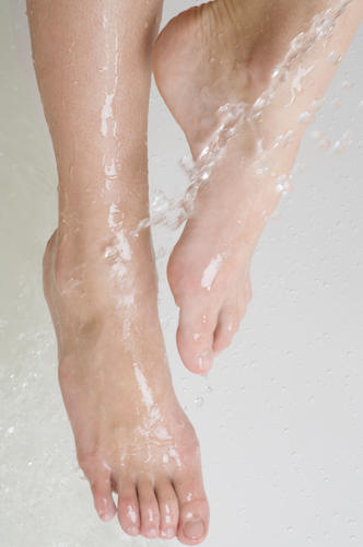 What are some home remedies for the treatment of foot fungus?