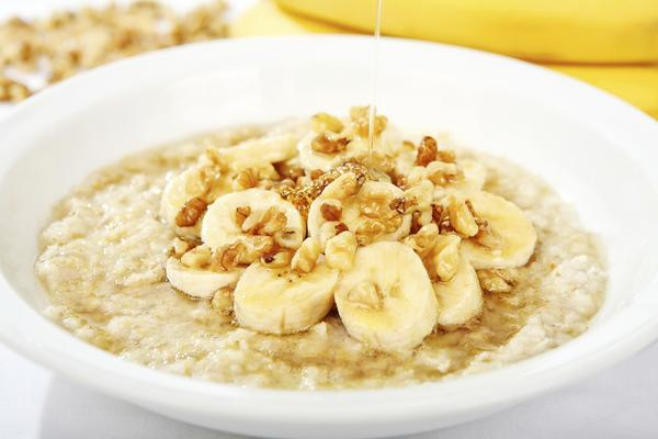 Why is oatmeal a healthy breakfast?