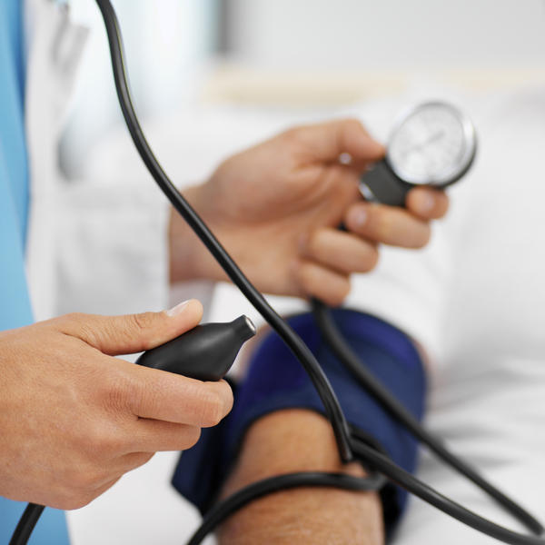 Are percocet and lisinopril-bloodpressure medication safe to mix?