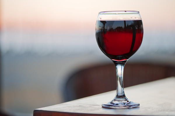 What effect does alcohol have on ada, antidiuretic hormone?