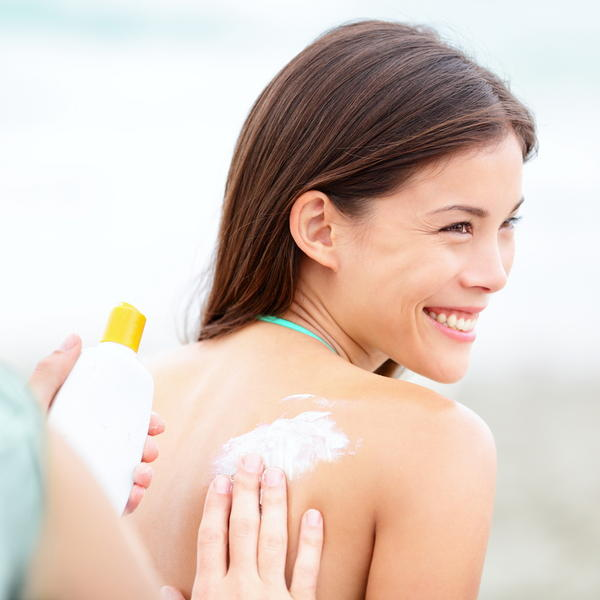 Is it safe to mix moisturizer and sunscreen with benzaclin (clindamycin and benzoyl peroxide)?