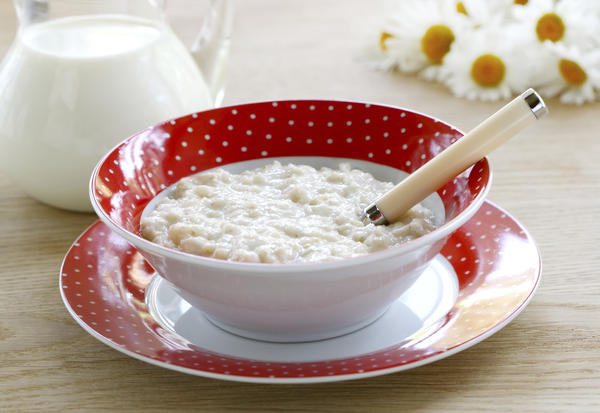 Health benefits of eating raw oats with milk?