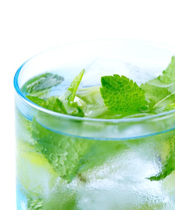 What are the health effects of drinking mint tea without sugar?