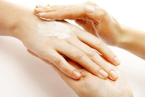What causes dyshidrotic eczema?