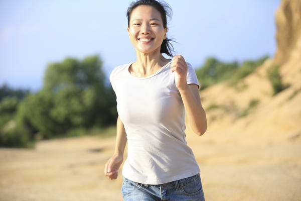 """Will Jogging or Resistance Training (""""pumping iron"""") help me lose weight more quickly, if my goal is to drop a few pounds within 3 weeks? Thank you."""