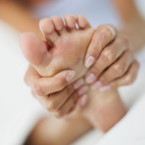 What are the symptomsof a foot sprain?