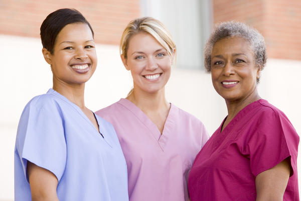 What are the differences between a nurse and a critical care nurse?