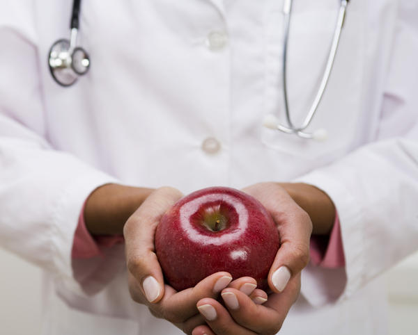 Do  nutritionists let doctors know if patients are not compliant?