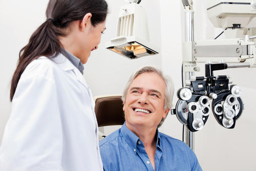 Can cataract surgery be done while sitting up or always with the patient lying down?