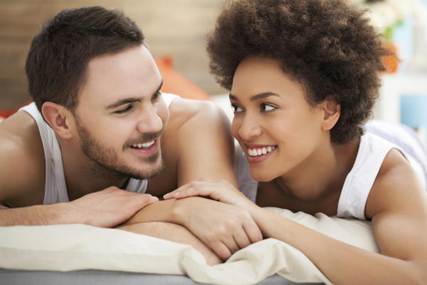 Could chlamydia be spread by the skin contact?