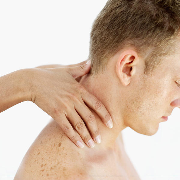 Can a pulled neck muscle make head hurt?