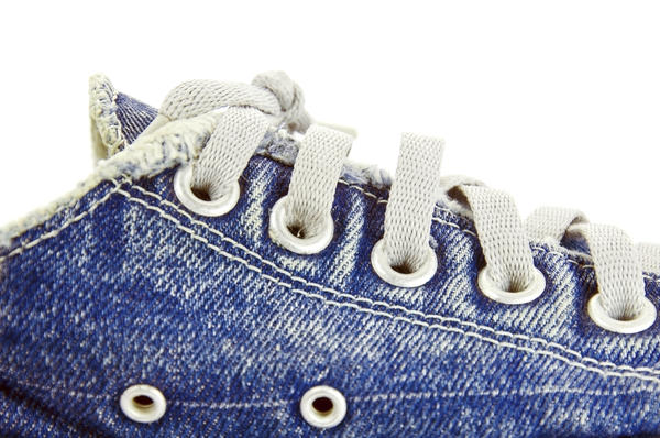Can tying your shoe laces too tight result in foot tingling and numbness?