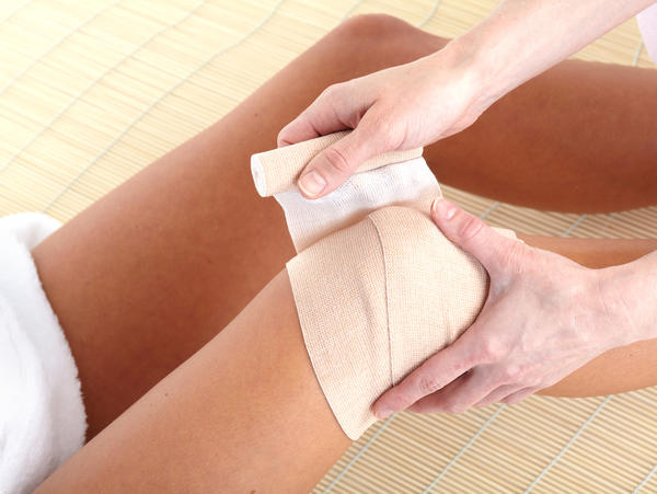 How are reusable and disposable gauze roll bandages different?