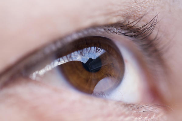 Can a doctor tell if there is a brain tumor by looking into your eyes with that light?