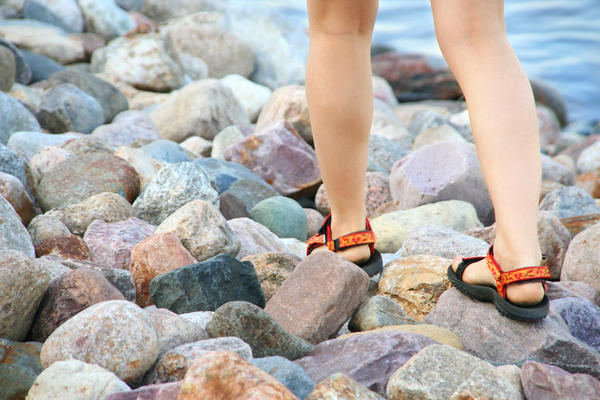 What could be the reason why my heels hurt when i walk?