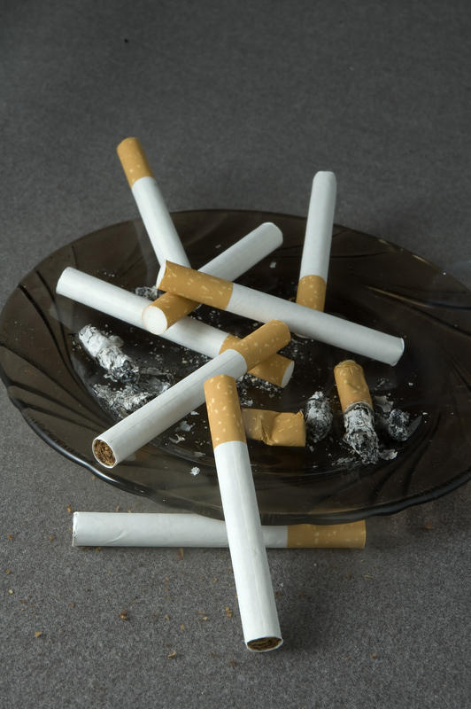 What is the life expectancy of lung cancer victim who keeps smoking?