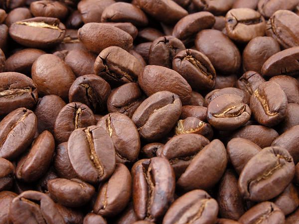 How does caffeine affect the results of thallium myocardial perfusion scan?