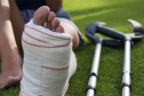 What would you recommend for treatment for a missed cuboid stress fracture (caused by walking for exercise)? Would crutches help 4 months later?