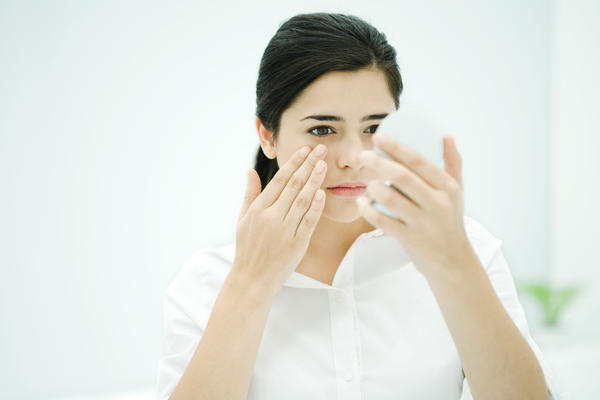 How long to wait to wear contact lenses after gonioscopy (or whatever the exam is called where ophtalmologist puts a glass lense on your numbed eye)?