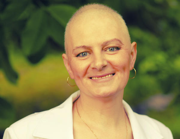 How easily can a CT scan detect ovarian cancer?