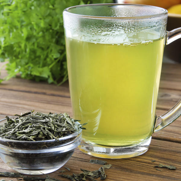 How does green tea effect the growth of the enteropathogenic strain of escherichia coli?