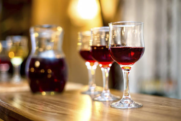 What are the health benefits of drinking red wine occasionally?