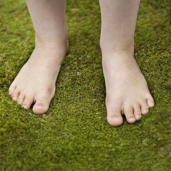 What are the signs of the effected bones in flat feet?