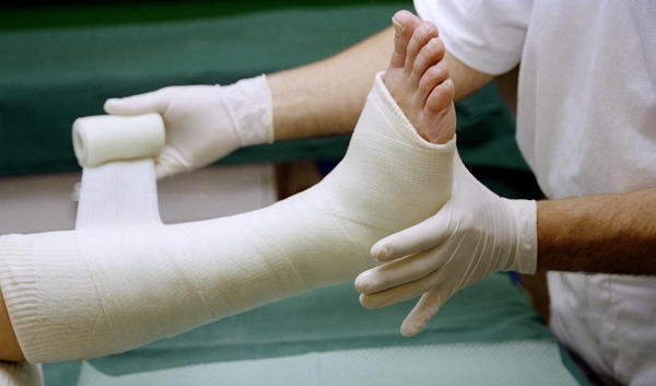 How long should I wear my cast for a broken metatarsal bone in my left foot?