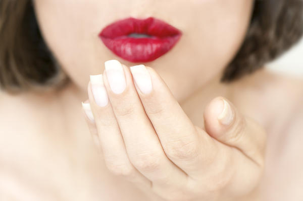 Are chapped lips a symptom of raynaud's disease?