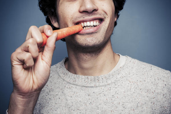 Do porcelain veneers make it more difficult to chew food?