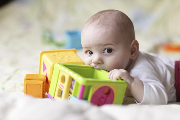 What is the normal age to start teething in babies?