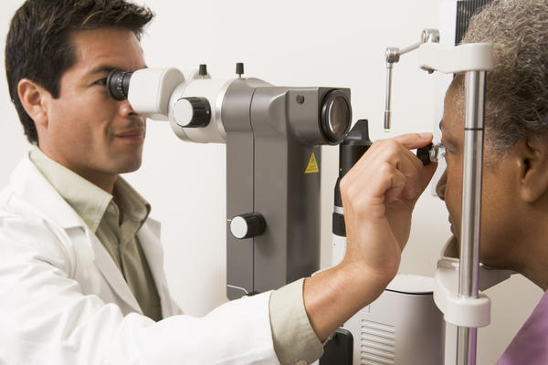 What are the symptoms of optic atrophy in glaucoma?