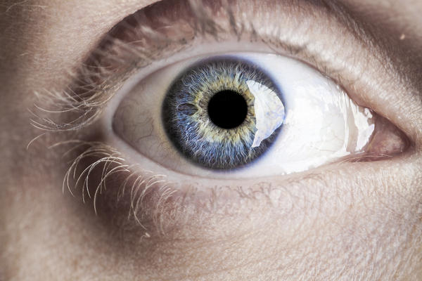 Could one eye heas faster than the other after laser eye surgery?