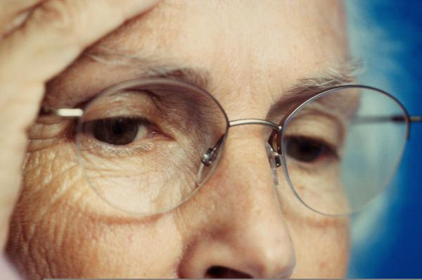 What can cause a blind spot in the left eye for past couple of day?