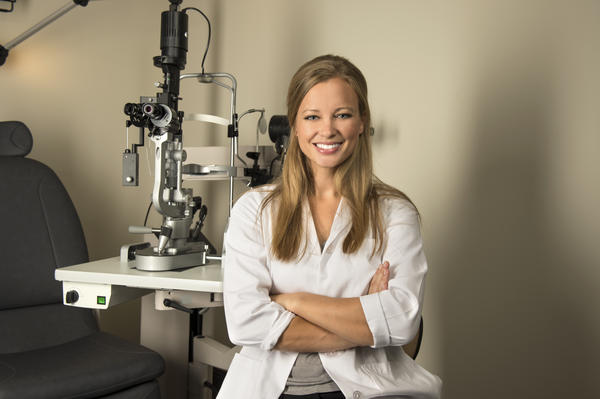 What's the difference between an ophthalmologist and an optometrist?