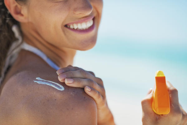 Which sunscreens on the market in the US offer the best UVA/UVB protection and do you recommend physical (zinc oxide) vs. chemical sun filters?