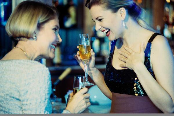 Can excessive alcohol consumption delay a menstrual period?