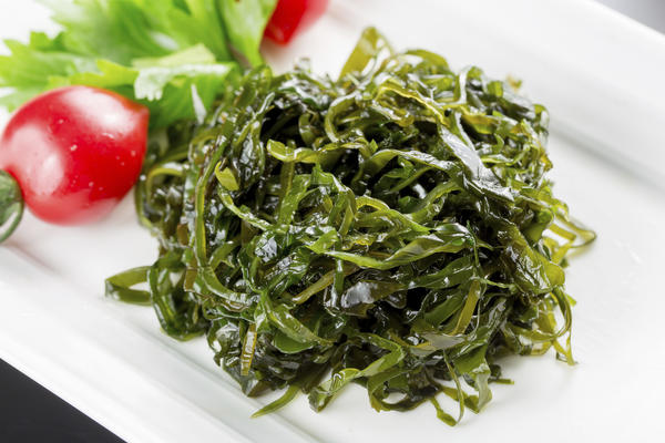 What is kelp used for in medicine and what are the side effects?