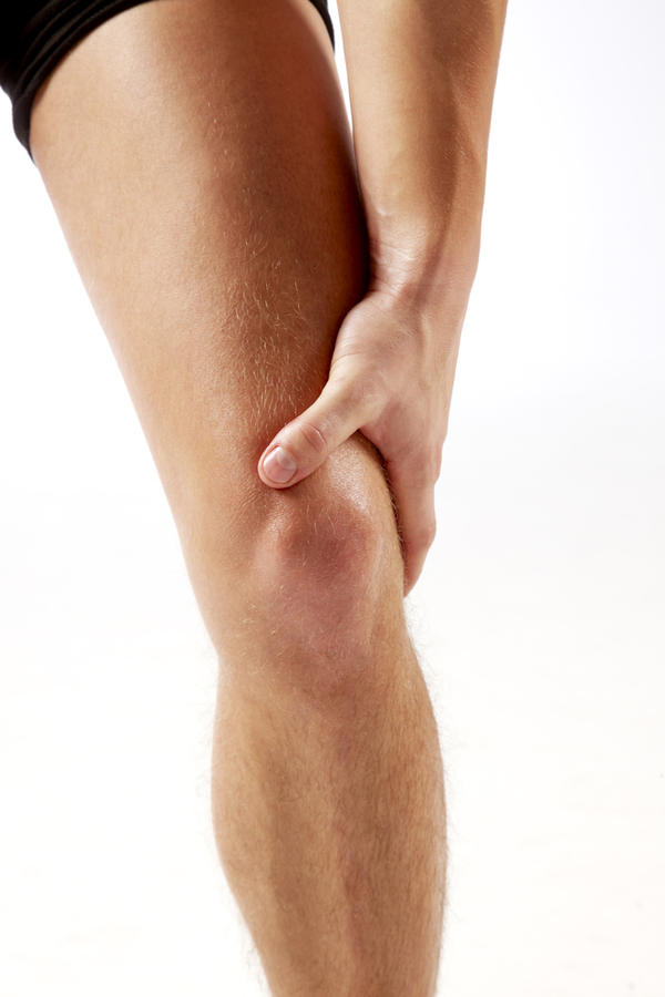 What's the best treatment for knee injuries involving a torn mcl?