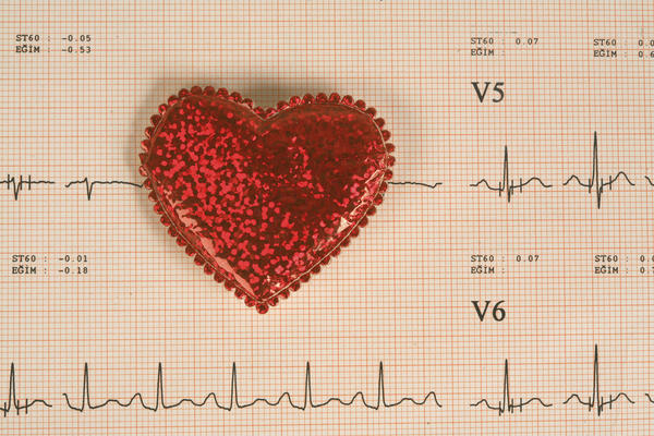 Does training help in treating angina?