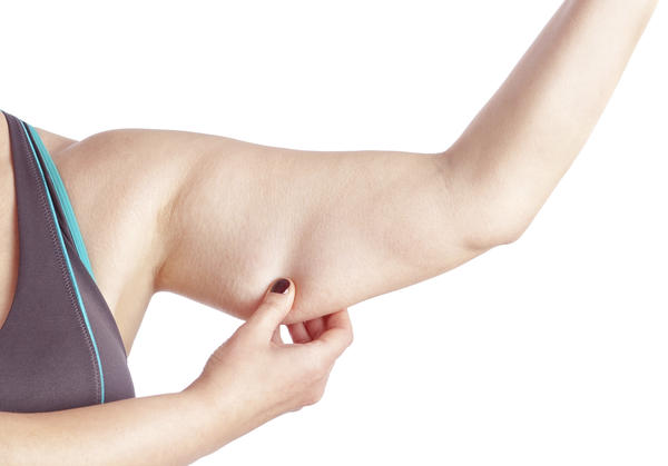 Can thoracic outlet syndrome cause armpit swelling and dull radiating pain in arm and outer aspect of breast?