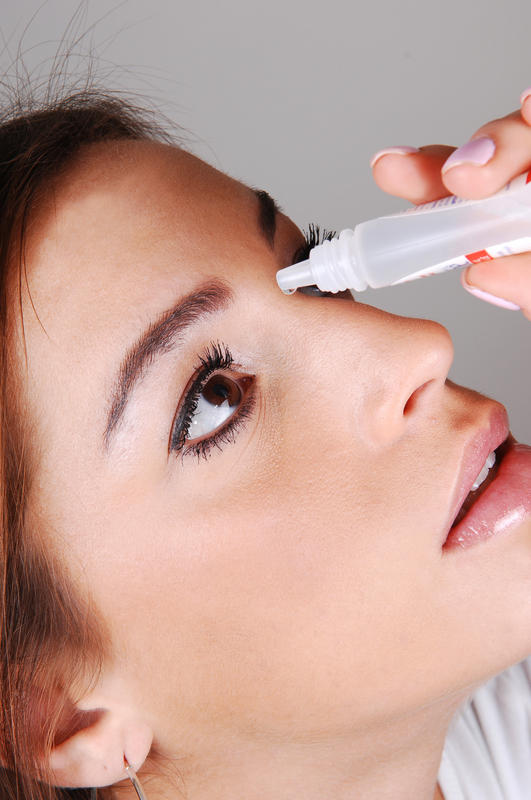 Does optive lubricant eye drops safe to use as an eye drops while wearing contact lens? .