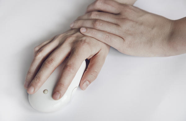 My hands go to sleep and tingle at night. What tests are done to diagnose carpal tunnel?